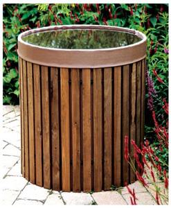 Beckmann Regenwassertonne fügt sich harmonisch in Garten ein